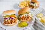 ساندویچ مرغ با سس باربیکیو