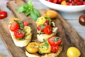 بروشتا سیر و گوجه فرنگی
