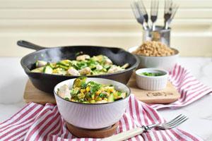 خوراک مرغ با ذرت و کدو سبز
