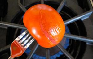 آموزش پوست کندن گوجه فرنگی