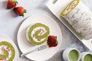 رولت چای سبز و توت فرنگی